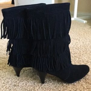 Chinese laundry Tassel suede boots